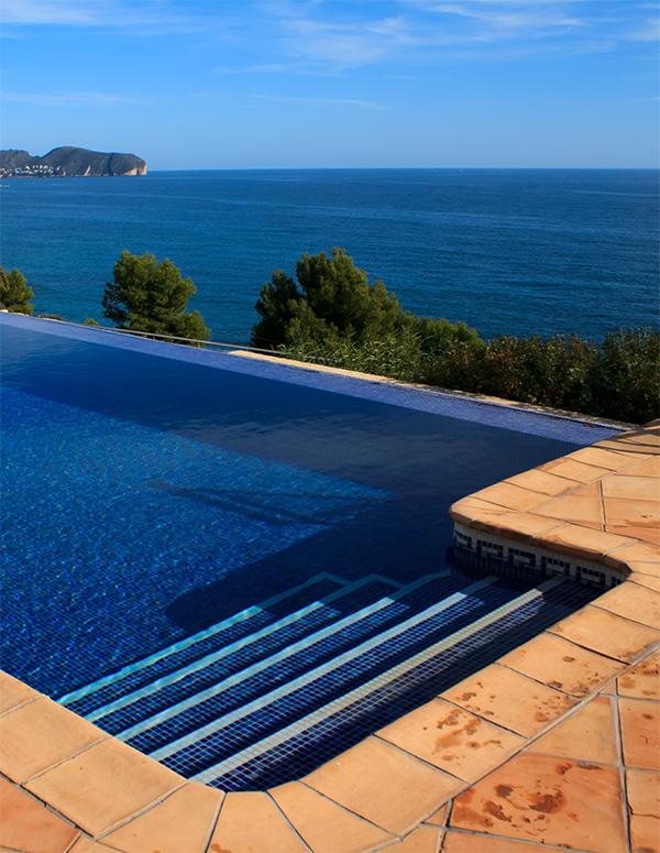 Jolie piscine ovale de r ve - Piscine a debordement de reve brest ...