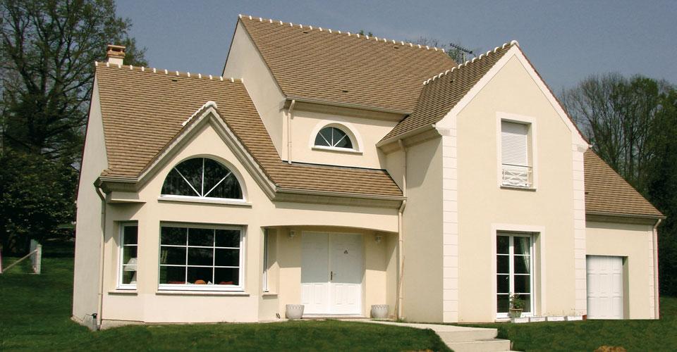 Une maison sur mesure pour amateur de beaux volumes et de for Construire sa maison tout seul